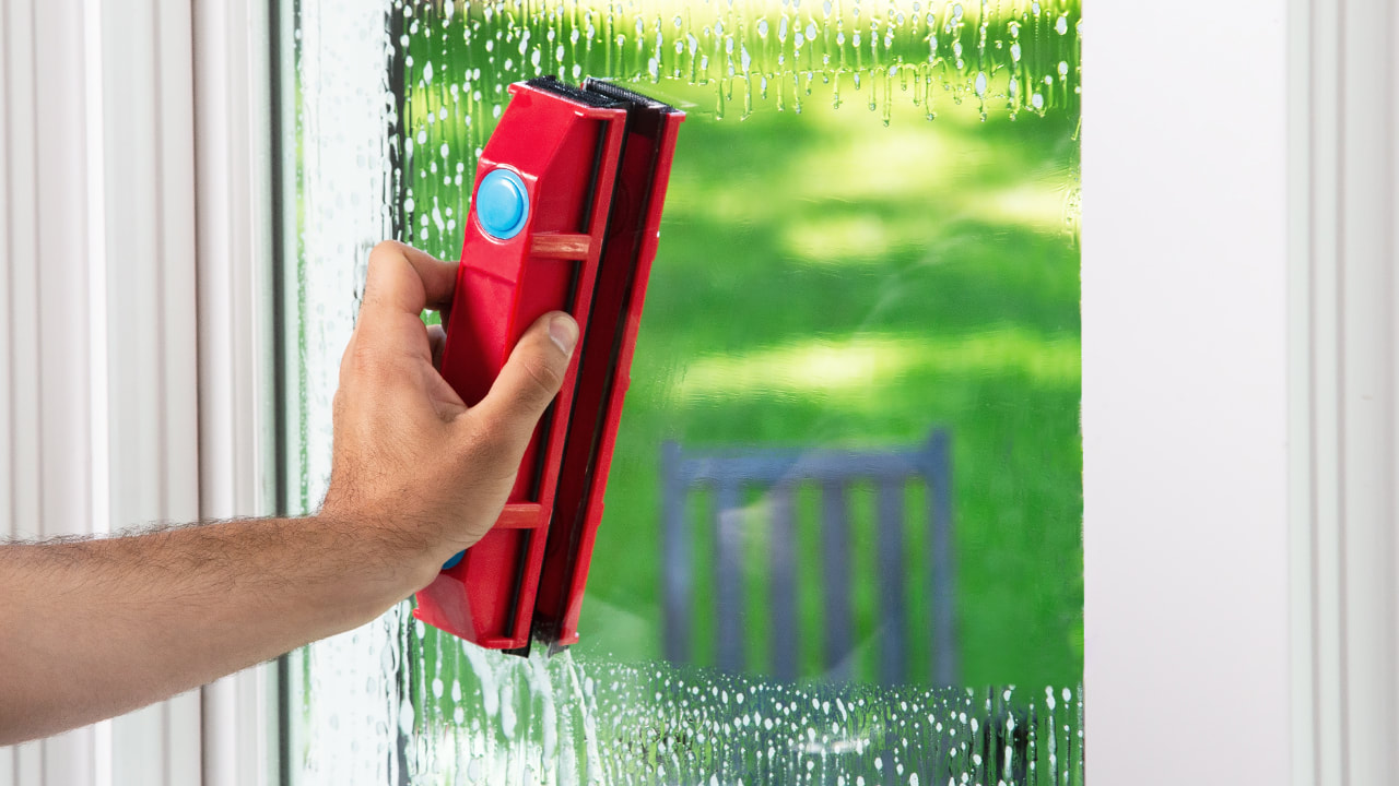 glider-magnetic-window-cleaner